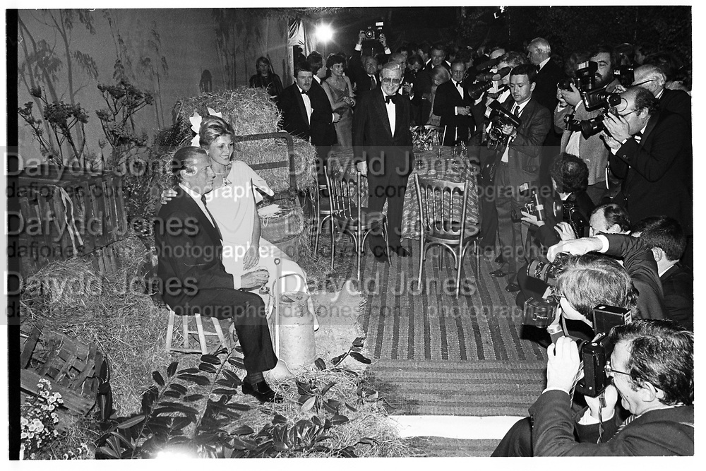 Baron Heinrich Thyssen-Bornemisza and  Baroness Tita Thyssen-Bornemisza.  Thyssen wedding Ball, Daylesford House. 20 September 1985.© Copyright Photograph by Dafydd Jones 66 Stockwell Park Rd. London SW9 0DA Tel 020 7733 0108 www.dafjones.com