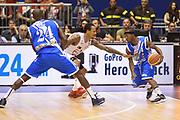 DESCRIZIONE : Campionato 2013/14 Semifinale GARA 1 Olimpia EA7 Emporio Armani Milano - Dinamo Banco di Sardegna Sassari<br /> GIOCATORE : Marques Green Benjamin Eze<br /> CATEGORIA : Palleggio Blocco Controcampo<br /> SQUADRA : Dinamo Banco di Sardegna Sassari<br /> EVENTO : LegaBasket Serie A Beko Playoff 2013/2014<br /> GARA : Olimpia EA7 Emporio Armani Milano - Dinamo Banco di Sardegna Sassari<br /> DATA : 30/05/2014<br /> SPORT : Pallacanestro <br /> AUTORE : Agenzia Ciamillo-Castoria / GiulioCiamillo<br /> Galleria : LegaBasket Serie A Beko Playoff 2013/2014<br /> Fotonotizia : Campionato 2013/14 Semifinale GARA 1 Olimpia EA7 Emporio Armani Milano - Dinamo Banco di Sardegna Sassari<br /> Predefinita :