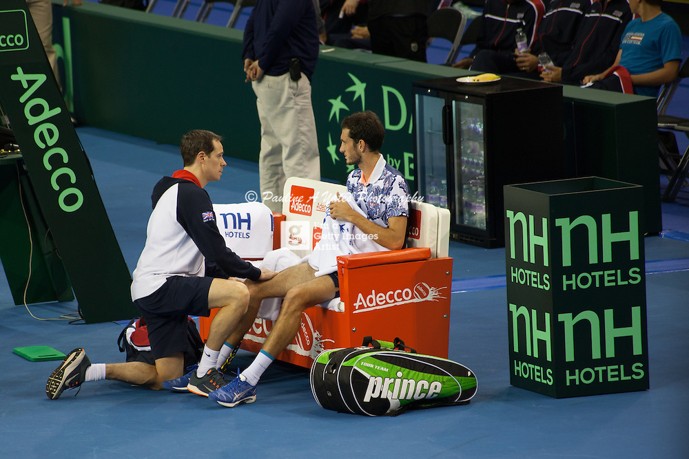 James Ward receiving treatment from a physio before withdrawing from the 5th rubber in the Davis Cup. Dead rubber.