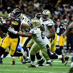 Aug 26, 2016; New Orleans, LA, USA;  Pittsburgh Steelers running back Le'Veon Bell (26) breaks away from New Orleans Saints outside linebacker Dannell Ellerbe (59) during the first half of a preseason game at Mercedes-Benz Superdome. Mandatory Credit: Derick E. Hingle-USA TODAY Sports