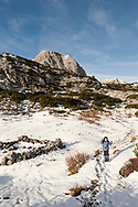 Hiking on the Dachstein plateau between Wiesberghaus and Gjaid Alm in late October snow. Dachstein, Salzkammergut, Austria © Rudolf Abraham