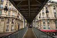 Pont Bir-Hakeim près du Métro Passy (Bir-Hakeim Bridge near Passy Metro Station)