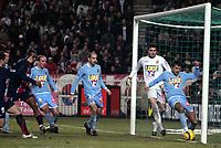 Fotball<br /> Frankrike 2005/2006<br /> Foto: Dppi/Digitalsport<br /> NORWAY ONLY<br /> <br /> FOOTBALL - FRENCH CHAMPIONSHIP 2005/2006 - PARIS SG v LE MANS UC - 18/02/2006 - GOAL REFUSED TO PSG / MARKO BASA (MANS)