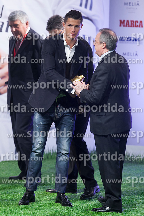 05.11.2014, Melia Hotel, Madrid, ESP, UEFA, Verleihung Goldener Schuh, im Bild Real Madrid&acute;s Cristiano Ronaldo (L) receives from Florentino Perez the Golden Boot `Bota de Oro&acute; 2013-14 // during Ceremony of the golden boot for the top scorer in Europe at the Melia Hotel in Madrid, Spain on 2014/11/05. EXPA Pictures &copy; 2014, PhotoCredit: EXPA/ Alterphotos/ Victor Blanco<br /> <br /> *****ATTENTION - OUT of ESP, SUI*****
