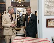 Le Roi Philippe de Belgique a visité le Musée juif de Bruxelles. Il a visite la reconstitution d'un appartement de Molembeek ayant servi de synogogue. Bien que pas dans le but de la visite, le Roi s'est toutefois arrêté devant la plaque commémorative de l'attentat sanglant.<br /> Bruxelles le 07 novembre 2014 Belgique