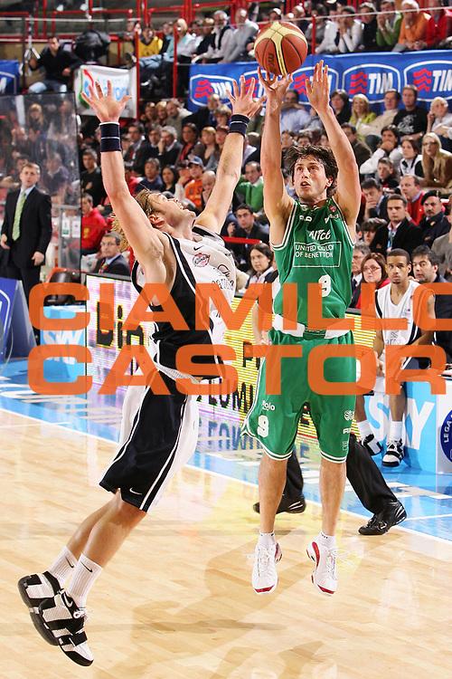 DESCRIZIONE : Forli Lega A1 2005-06 Coppa Italia Final Eight Tim Cup Carpisa Napoli Benetton Treviso <br /> GIOCATORE : Mordente <br /> SQUADRA : Benetton Treviso <br /> EVENTO : Campionato Lega A1 2005-2006 Coppa Italia Final Eight Tim Cup Semifinale <br /> GARA : Carpisa Napoli Benetton Treviso <br /> DATA : 18/02/2006 <br /> CATEGORIA : Tiro <br /> SPORT : Pallacanestro <br /> AUTORE : Agenzia Ciamillo-Castoria/S.Silvestri <br /> Galleria : Coppa Italia 2005-2006 <br /> Fotonotizia : Forli Campionato Italiano Lega A1 2005-2006 Coppa Italia Final Eight Tim Semifinale Finale Carpisa Napoli Benetton Treviso <br /> Predefinita :