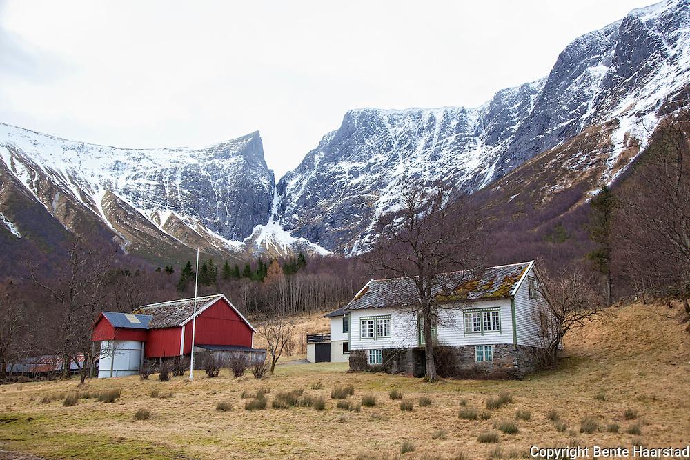 Småbruk utenfor Ørsta, Møre og Romsdal.