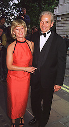MR & MRS DAVID GOWER he is the former England Cricket captain, at a film premier on 26th August 1998.MJL 15