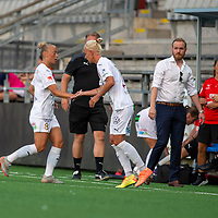 2020-06-27 | Malmö, Sverige: FC Rosengård (8) Hanna Bennison  byts ut mot FC Rosengård (17) Caroline Seger under matchen i OBOS Damallsvenskan mellan FC Rosengård och Vittsjö GIK på Malmö IP ( Foto av: Henrik Eberlund | Swe Press Photo )<br /> <br /> Nyckelord: Malmö, Fotboll, OBOS Damallsvenskan, Malmö IP, FC Rosengård, Vittsjö GIK, HERV200627
