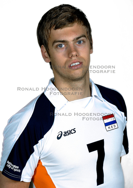 18-05-2010 VOLLEYBAL: NEDERLANDS HEREN VOLLEYBAL TEAM: CAPELLE AAN DE IJSSEL<br /> Reportage Nederlands volleybalteam mannen / Gijs Jorna<br /> &copy;2010-WWW.FOTOHOOGENDOORN.NL