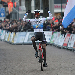14-01-2018: Wielrennen: NK Veldrijden: Surhuisterveen: Mathieu van der Poel wint in Surhuisterveen zijn 4e titel voor Lars van der Haar en David van der Poel