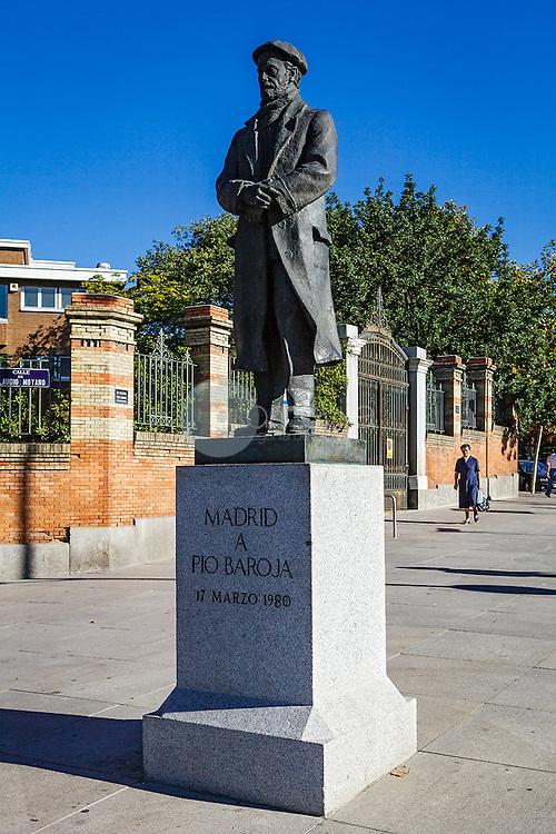 Esculturas de Madrid. Monumento a Pio Baroja. Cuesta Claudio Moyano. ©Country Sessions Country Sessions / PILAR REVILLA