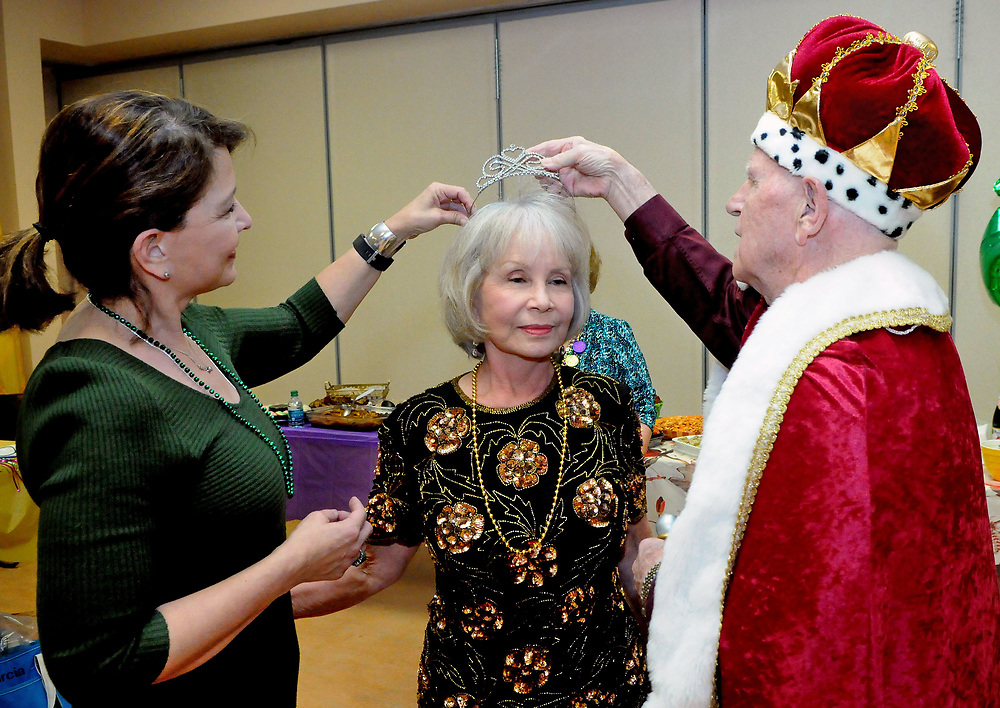 jt030217a/a sec/jim thompson/With the help of his daughter Nancy Glaser,King Richard Binkowski crowns his queen Della Binkowski at the Mardi Gras celebration at the Meadowlark Senior Center.  Thursday March 02, 2017. (Jim Thompson/Albuquerque Journal)