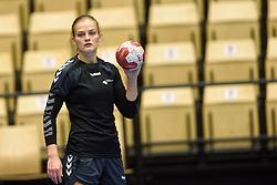 19-12-2015 DEN: World Championships Handball 2015 Training Oranje, Herning<br /> Na een rustige training werd er een persmoment gehouden / Debbie Bont #7