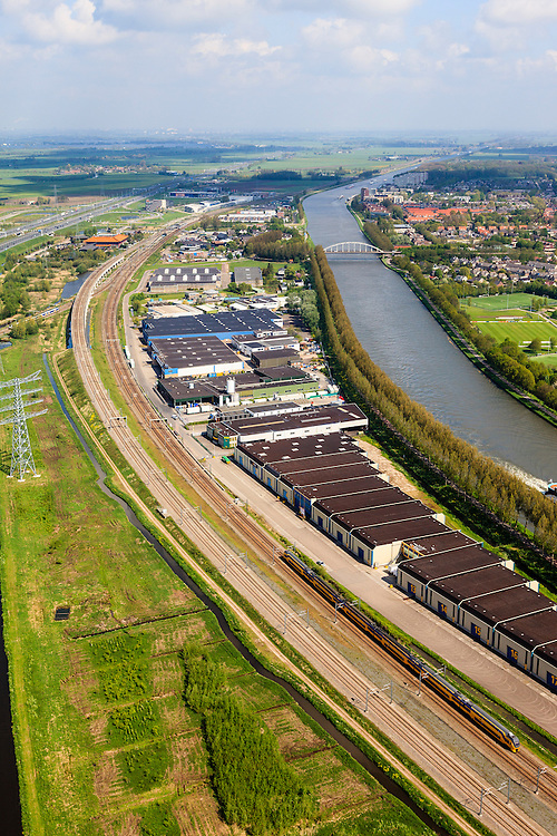Nederland, Utrecht, Breukelen, 09-05-2013; bedrijventerrein ingeklemd tussen A2, spoorlijn Amsterdam-Utrecht en Amsterdam-Rijnkanaal.<br /> Industrial estate sandwiched between A2, railway Amsterdam-Utrecht and Amsterdam-Rhine Canal.<br /> luchtfoto (toeslag op standard tarieven)<br /> aerial photo (additional fee required)<br /> copyright foto/photo Siebe Swart