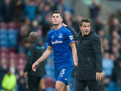 Michael Keane (L) and Everton manager Marco Silva look dejected at the final whistle - Mandatory by-line: Jack Phillips/JMP - 05/10/2019 - FOOTBALL - Turf Moor - Burnley, England - Burnley v Everton - English Premier League