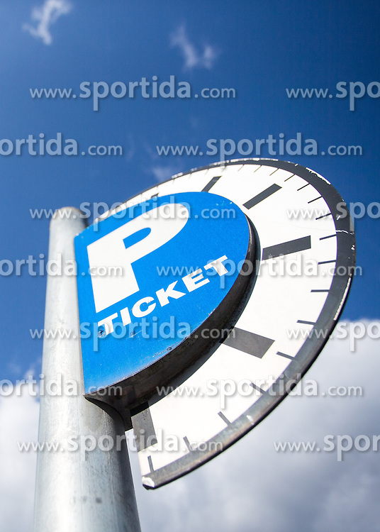 THEMENBILD - ein Parkticket Schild, aufgenommen am 20.10.2015 in Innsbruck, Österreich // a parking ticket sign in Innsbruck, Austria on 2015/10/20. EXPA Pictures © 2015, PhotoCredit: EXPA/ Jakob Gruber