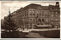 Zagreb : Trg Kralja Petra - Kavana Mignon. <br /> <br /> ImpresumZagreb : Naklada: Orient, [1937].<br /> Materijalni opis1 razglednica : tisak ; 9 x 14,2 cm.<br /> NakladnikNaklada Orient<br /> Mjesto izdavanjaZagreb<br /> Vrstavizualna građa • razglednice<br /> ZbirkaZbirka razglednica • Grafička zbirka NSK<br /> Formatimage/jpeg<br /> PredmetZagreb –– Trg žrtava fašizma<br /> SignaturaRZG-TZFAS-2<br /> Obuhvat(vremenski)20. stoljeće<br /> NapomenaRazglednica je putovala 1938. godine.<br /> PravaJavno dobro<br /> Identifikatori000954280<br /> NBN.HRNBN: urn:nbn:hr:238:702074 <br /> <br /> Izvor: Digitalne zbirke Nacionalne i sveučilišne knjižnice u Zagrebu