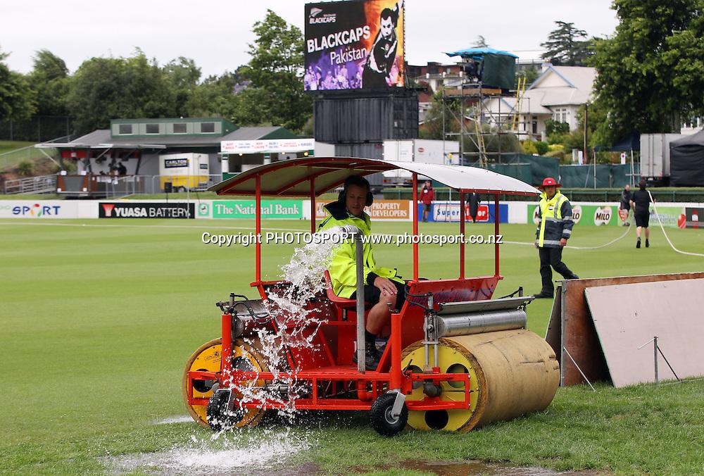 The Super Sopper drains water from the pitch before the start of play. New Zealand Black Caps v Pakistan, Match 2. Twenty 20 Cricket match at Seddon Park, Hamilton, New Zealand. Tuesday 28 December 2010. Photo: Andrew Cornaga/photosport.co.nz