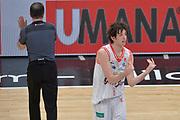 DESCRIZIONE : Milano Lega A 2015-16 Finale Play Off Gara 1 Olimpia EA7 Emporio Armani Milano Umana Reyer Venezia<br /> GIOCATORE : Amedelo Della Valle<br /> CATEGORIA : Fair play curiosità<br /> SQUADRA : Grissin Bon Reggio Emilia<br /> EVENTO : Campionato Lega A 2015-2016 Finale play off Gara 1<br /> GARA : Olimpia EA7 Emporio Armani Milano Umana Reyer Venezia <br /> DATA : 03/06/2016 <br /> SPORT : Pallacanestro <br /> AUTORE : Agenzia Ciamillo-Castoria/I.Mancini Galleria : Lega Basket A 2015-2016 <br /> Fotonotizia : Milano Lega A 2015-16 Finale Play Off Gara 1 Olimpia EA7 Emporio Armani Milano Umana Reyer Venezia
