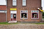 Nederland, Mook, 14-6-2018In dit dorp in Noord Limburg is een chniees restaurant wat al lang in het dorp zit . Het pand ziet er onverzorgd uit met achterstallig onderhoud .Foto: Flip Franssen
