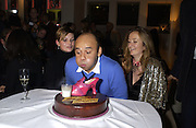 Kate Moss, Christian Louboutin and Lucy Yeomans. party hosted by Harpers and Queen for Christian Louboutin 10 Anniversary. Met Bar. 16 October 2001. © Copyright Photograph by Dafydd Jones 66 Stockwell Park Rd. London SW9 0DA Tel 020 7733 0108 www.dafjones.com