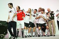 FUSSBALL   INTERNATIONAL   SAISON 2007/2008  DFB und Adidas praesentieren das neue EM Trikot zur Europameisterschaft 2008 am in Hannover Models und Lukas PODOLSKI (4. v.r.) und Bastian SCHWEINSTEIGER (5. v.r.) posieren im neuen Trikot