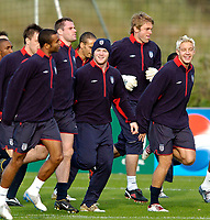 Fotball<br /> Foto: SBI/Digitalsport<br /> NORWAY ONLY<br /> <br /> Trening England 05.10.2004<br /> <br /> England's Wayne Rooney (C) and Alan Smith (R) will hope to be given a chance against Wales.
