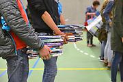Nederland, Nijmegen, 14-7-2017Leerlingen van het Canisius College leveren op het einde van het schooljaar hun schoolboeken in.Foto: Flip Franssen