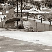 A pedestrian bridge in the city of Miami, AZ