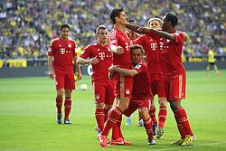 04.05.2013, Signal Iduna Park, Dortmund, GER, 1. FBL, Borussia Dortmund vs FC Bayern Muenchen, 32. Runde, im Bild RAFINHA (FC Bayern Muenchen - 13) hebt Mario GOMEZ (FC Bayern Muenchen - 33) den Torschuetzen zum 1-1 in die Hoehe - mit im Bild David ALABA (FC Bayern Muenchen - 27) - Xherdan SHAQIRI (FC Bayern Muenchen - 11) - Claudio PIZARRO (FC Bayern Muenchen - 14) - Anatoliy TYMOSHCHUK (FC Bayern Muenchen - 44) // during the German Bundesliga 32th round match between Borussia Dortmund and FC Bayern Munich at the Signal Iduna Park, Dortmund, Germany on 2013/05/04. EXPA Pictures © 2013, PhotoCredit: EXPA/ Eibner/ Gerry Schmit..***** ATTENTION - OUT OF GER *****