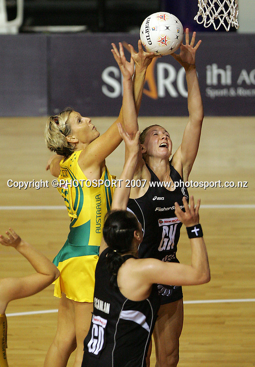 Australia goal shoot Catherine Cox (L) and Silver Fern goal keep Casey Williams during the Final of the Netball World Championships between New Zealand & Australia, Auckland, New Zealand, Friday, Nov. 16 2007. Photo: Hagen Hopkins/PHOTOSPORT
