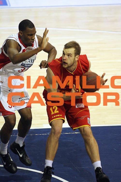 DESCRIZIONE : Pistoia Lega A2 2010-11 Tuscany Pistoia Prima Veroli<br /> GIOCATORE : Kavaliauskas Antanas <br /> SQUADRA : Prima Veroli<br /> EVENTO : Campionato Lega A2 2010-2011<br /> GARA : Tuscany Pistoia Prima Veroli<br /> DATA : 06/01/2011<br /> CATEGORIA : Penetrazione<br /> SPORT : Pallacanestro<br /> AUTORE : Agenzia Ciamillo-Castoria/Stefano D'Errico<br /> Galleria : Lega Basket A2 2010-2011 <br /> Fotonotizia : Pistoia Lega A2 2010-2011 Tuscany Pistoia Prima Veroli<br /> Predefinita :