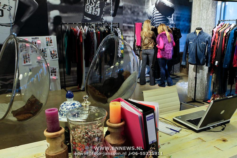 NLD/Amsterdam/20111207- Chantal Bles in haar studio,
