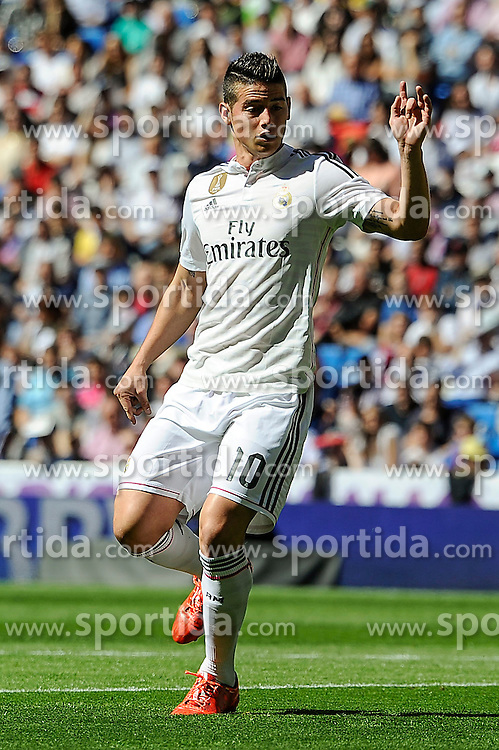 05.04.2015, Estadio Santiago Bernabeu, Madrid, ESP, Primera Division, Real Madrid vs FC Granada, 29. Runde, im Bild Real Madrid&acute;s James Rodriguez // during the Spanish Primera Division 29th round match between Real Madrid CF and Granada FC at the Estadio Santiago Bernabeu in Madrid, Spain on 2015/04/05. EXPA Pictures &copy; 2015, PhotoCredit: EXPA/ Alterphotos/ Luis Fernandez<br /> <br /> *****ATTENTION - OUT of ESP, SUI*****