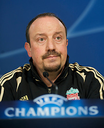 MADRID, SPAIN - Tuesday, February 24, 2009: Liverpool's manager Rafael Benitez during a press conference at the Santiago Bernabeu ahead of the UEFA Champions League First Knock-Out Round against Real Madrid. (Photo by David Rawcliffe/Propaganda)