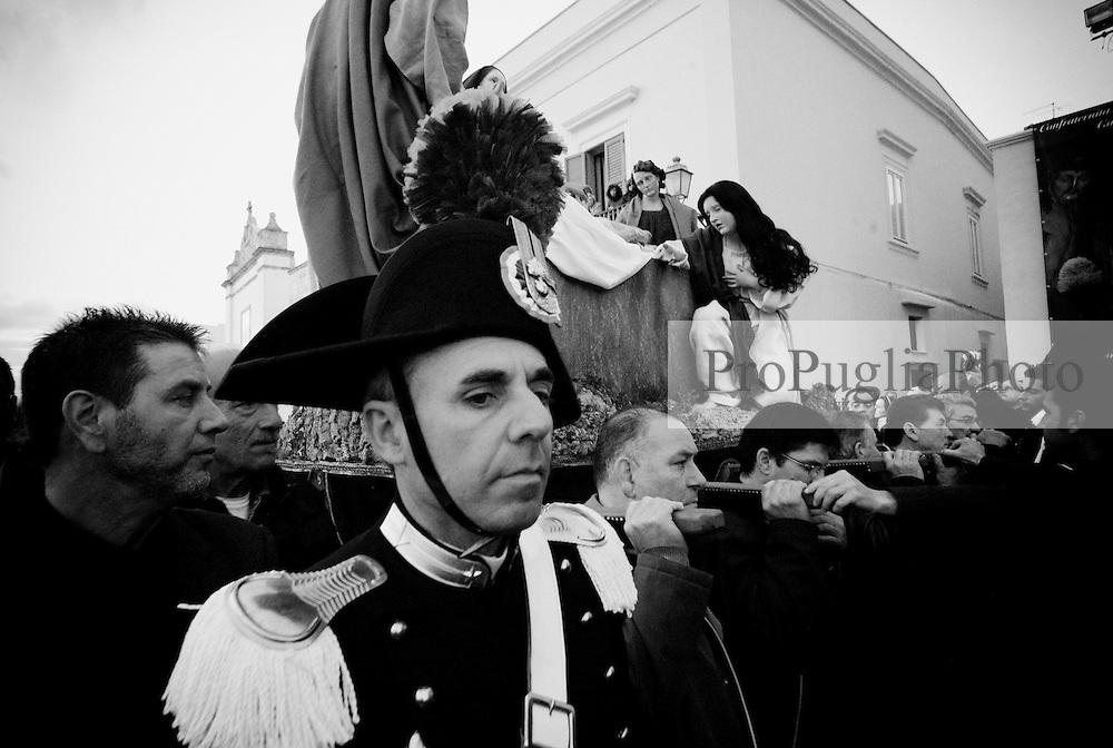 Reportage sulla processione del venerdi santo a Gallipoli...la processione sfila tra la folla