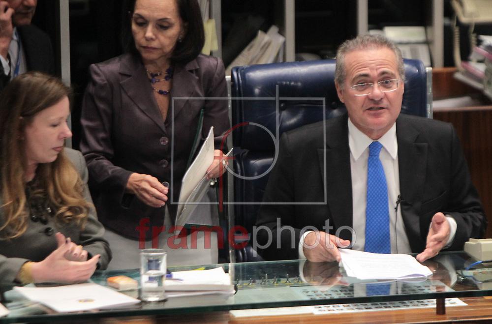 Brasilia, 01/04/2014. Senador Renan Calheiros durante leitura da instalacao da CPI da petrobras no plenario do senado..Foto: Joel Rodrigues/FRAME