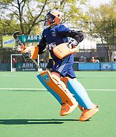 LAREN -  Hockey - Hoofdklasse dames Laren-Oranje Rood (0-4). Oranje Rood plaatst zich voor Play Offs.  keeper Joyce Sombroek (Laren) , die haar laatste wedstrijd speelde, ziet de 2e helft vanaf de bank omdat er een vliegende keeper werd ingezet. 2 minuten voor tijd komt Joyce nog in het veld.  COPYRIGHT KOEN SUYK