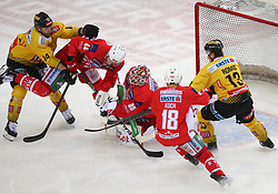 14.04.2019, Albert Schultz Halle, Wien, AUT, EBEL, Vienna Capitals vs EC KAC, Finale, 1. Spiel, im Bild v.l. Patrick Peter (spusu Vienna Capitals), Adam Comrie (EC KAC), Lars Haugen (EC KAC), Thomas Koch (EC KAC) und Emil Romig (spusu Vienna Capitals) // during the Erste Bank Icehockey 1st final match between Vienna Capitals and EC KAC at the Albert Schultz Halle in Wien, Austria on 2019/04/14. EXPA Pictures © 2019, PhotoCredit: EXPA/ Thomas Haumer