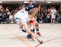 DELFT - Jip Janssen (Kampong) met Kieran Dartee (hdm)  tijdens de zaalhockey hoofdklasse competitiewedstrijd HDM-KAMPONG (7-8). COPYRIGHT KOEN SUYK