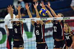 09.10.2010, Halle Berg Fidel, Muenster, GER, Vorbereitung Volleyball WM Frauen 2010, Laenderspiel Deutschland ( GER ) vs. Tuerkei ( TUR ), im Bild Saskia Hippe (#6 GER), Nadja Schaus (#18 GER), Heike Beier (#12 GER). EXPA Pictures © 2010, PhotoCredit: EXPA/ nph/   Conny Kurth+++++ ATTENTION - OUT OF GER +++++