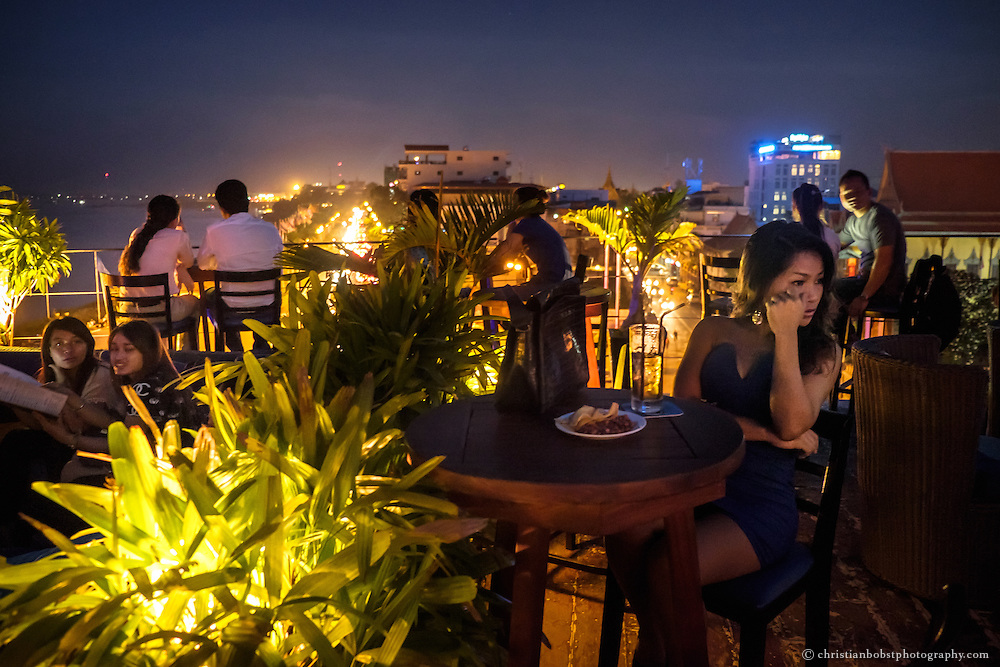 """In the evening, one can drink a cocktail and enjoy the view of the Tonle Sap River and the Sisowath dock on the """"le Moon"""" rooftop terrace of the Amaniaya Pancam hotel. The bar is well known as one of the most beautiful spots of the city and is said to be """"the place to meet and chill"""" for tourists as well as natives in Phnom Penh."""