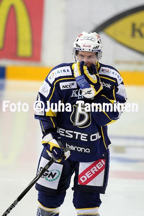 25.09.2010, Barona Areena, Espoo..J??kiekon SM-liiga 2010-11..Blues - K?rp?t..Ville Varakas - Blues.©Juha Tamminen.