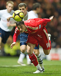 PRESTON, ENGLAND - Saturday, January 3, 2009: Liverpool's Albert Riera in action against Preston North End during the FA Cup 3rd Round match at Deepdale. (Photo by David Rawcliffe/Propaganda)