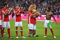 Fussball  1. Bundesliga  Saison 2016/2017  8. Spieltag  FC Bayern Muenchen - Borussia Moenchengladbach        22.10.2016 Schlussjubel FC Bayern Muenchen;  Javi Martinez, Thomas Mueller, Maskottchen Berni und David Alaba (v.li.)