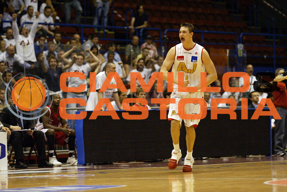 DESCRIZIONE : Milano Lega A1 2006-07 Playoff Quarti di Finale Gara 1 Armani Jeans Milano Whirlpool Varese<br /> GIOCATORE : Galanda<br /> SQUADRA : Armani Jeans Milano<br /> EVENTO : Campionato Lega A1 2006-2007 Playoff Quarti di Finale Gara 1<br /> GARA : Armani Jeans Milano Whirlpool Varese<br /> DATA : 16/05/2007 <br /> CATEGORIA : Esultanza<br /> SPORT : Pallacanestro <br /> AUTORE : Agenzia Ciamillo-Castoria/G.Cottini