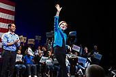 Elizabeth Warren and Julián Castro at King's Theatre 7 January 2020