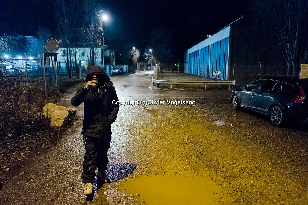 Lausanne, décembre 2017. Reportage Maraude avec une équipe de bénévoles qui va à la rencontre des personnes à la rue pour leur apporter un peu de nourriture, des hâbits chauds et du réconfort. Richard sur la photo. © Olivier Vogelsang