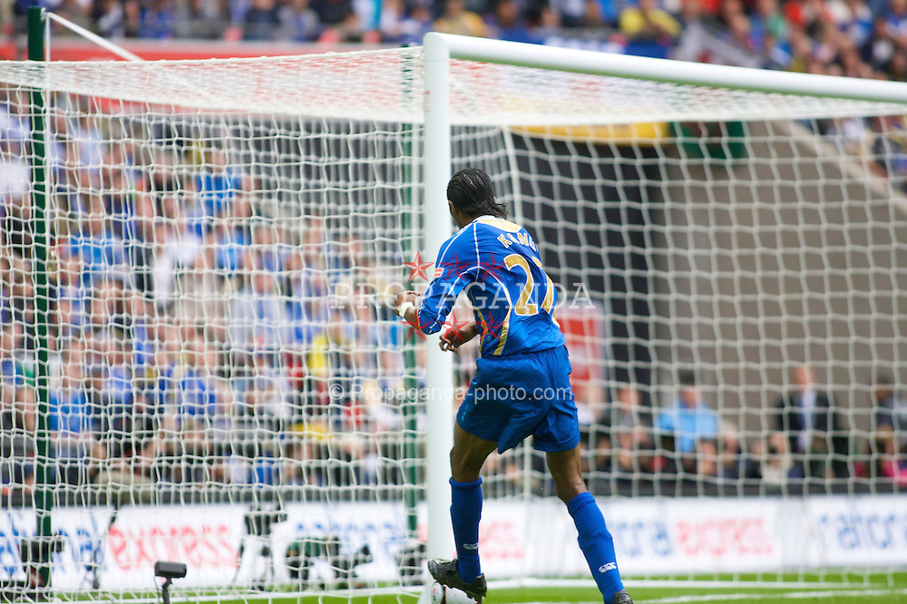 LONDON, ENGLAND - Saturday, May 17, 2008: Portsmouth's Nwankwo Kanu hits the post and misses an easy chance against Cardiff City during the FA Cup Final at Wembley Stadium. (Photo by Chris Ratcliffe/Propaganda)